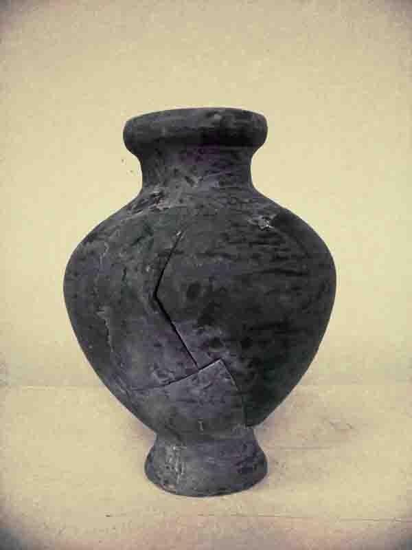 Vase aus glasfaserverstärktem Kunststoff zusammengesetzt