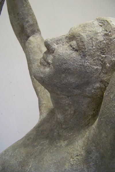 weibliche Frauenfigur in erotischer Pose