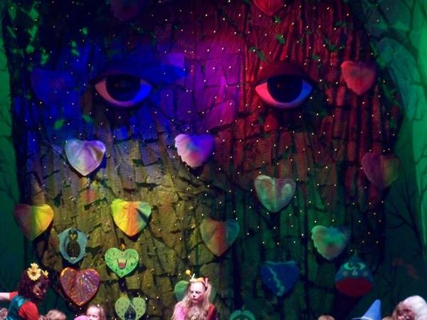 geöffnete Augen mit Beleuchtung auf der Bühne